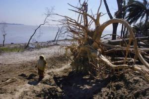 02_spirit of survivors_cyclone SIDR_photo documentary_Noor Alam_khulna shoronkhola_Bangladesh