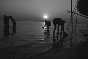 11_fishemen of Padma River_Black n White_Photo_Landscape_Portrait_Noor Alam_Dhaka_Bangladesh