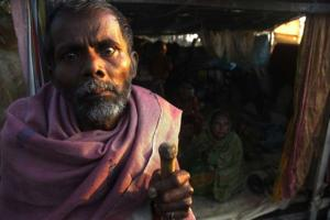 11_spirit of survivors_cyclone SIDR_photo documentary_Noor Alam_khulna shoronkhola_Bangladesh